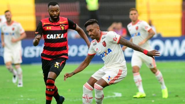 Vitinho fez boas jogadas pelo lado esquerdo do ataque: ele finalizou quatro vezes na vitória por 1 a 0 sobre o Sport