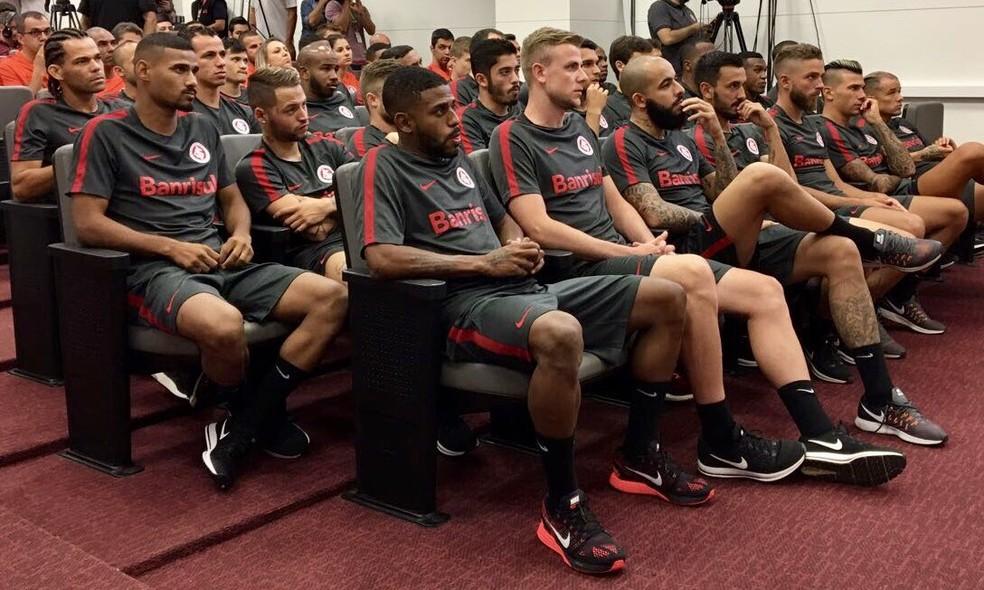 Inter apresentou elenco com novidades nesta terça-feira (Foto: SC Internacional/Divulgação)