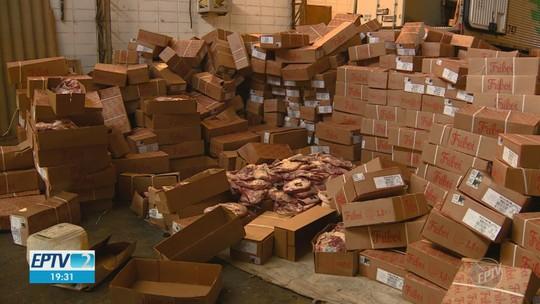 Carga de carne encontrada em barracão pesa 30 toneladas e vale cerca de R$ 400 mil, diz polícia