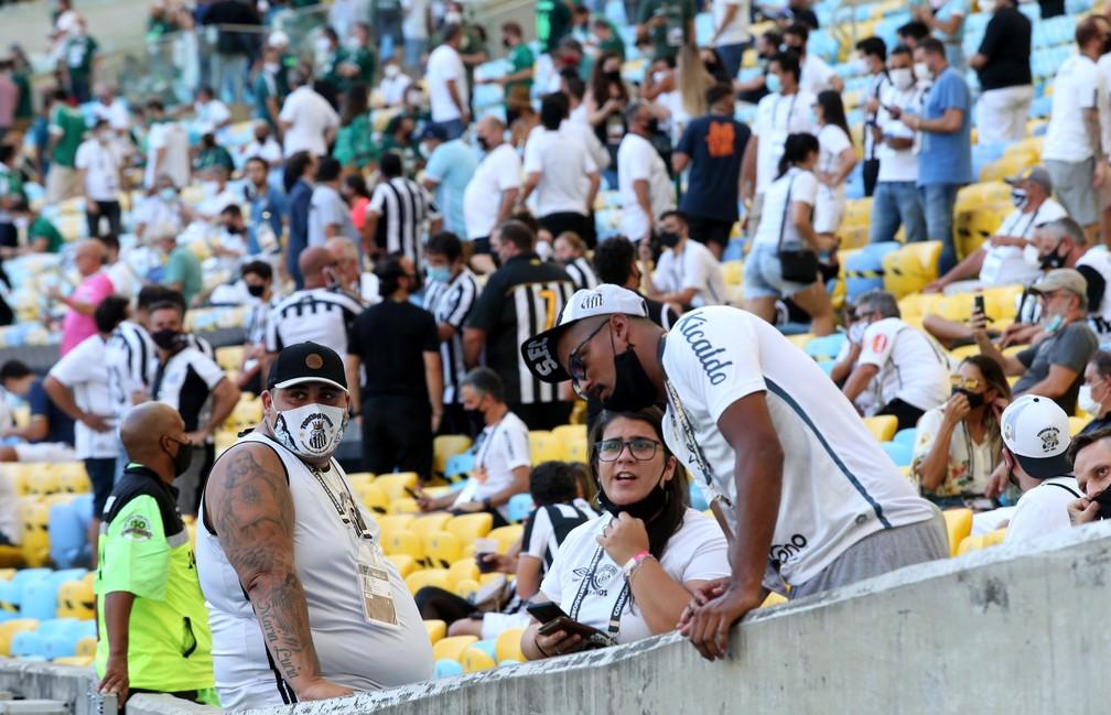 Torcedores aglomerados na final da Libertadores no Maracanã — Foto: WILTON JUNIOR/ESTADÃO CONTEÚDO