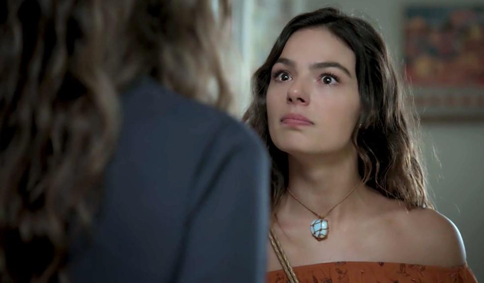 Em 'A Força do Querer', Joyce (Maria Fernanda Cândido) proíbe Rita (Isis Valverde) de levar Ruyzinho — Foto: Globo