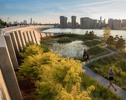 O Hunter's Point South Park mantém os níveis do rio East, em Long Island, nos patamares adequados