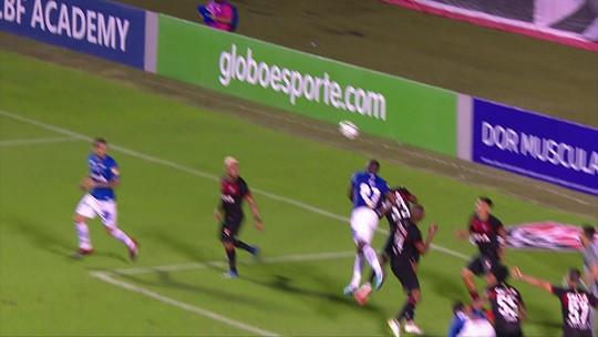 Autor do gol de empate, Manoel reclama de virada anulada e analisa fase pessoal