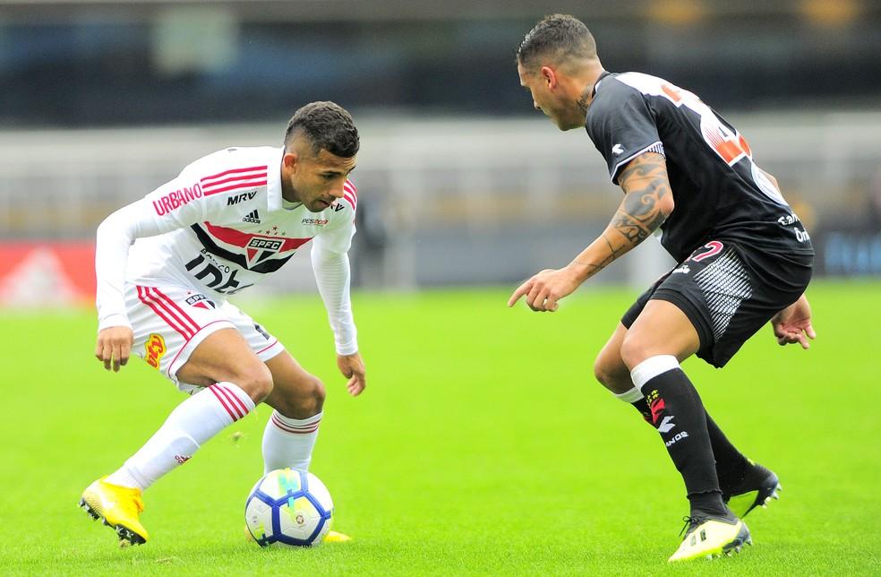 Rojas fez o primeiro gol sobre o Vasco (Foto: Marcos Ribolli)