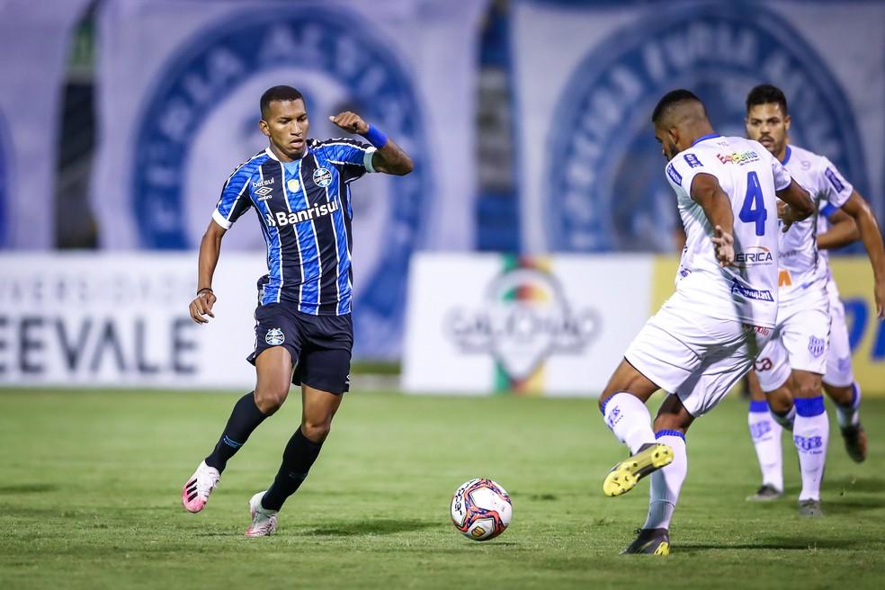 Léo Chú agradou em primeiro jogo pelo Grêmio — Foto: Lucas Uebel/Grêmio