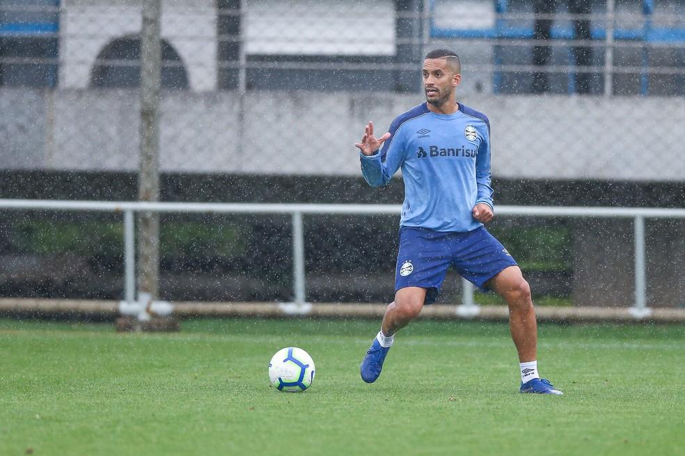 Alvo de críticas da torcida, Rômulo também não fica — Foto: Lucas Uebel/DVG/Grêmio