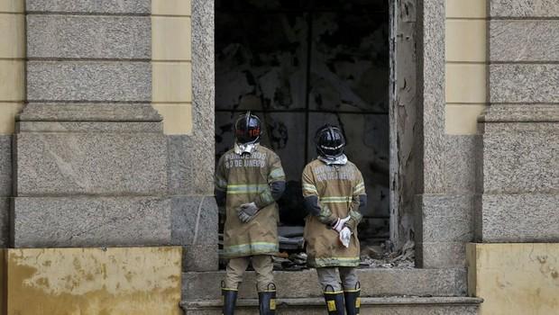 Prédio do Museu Nacional é interditado pela Defesa Civil do Rio (Foto: Tânia Rêgo/Agência Brasil)