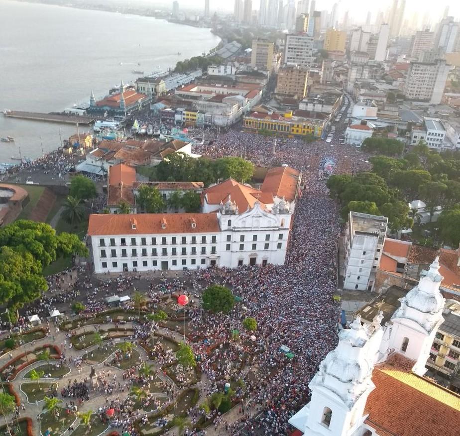 Procissão número 225 do Círio de Nazaré leva 2 milhões de pessoas às ruas de Belém
