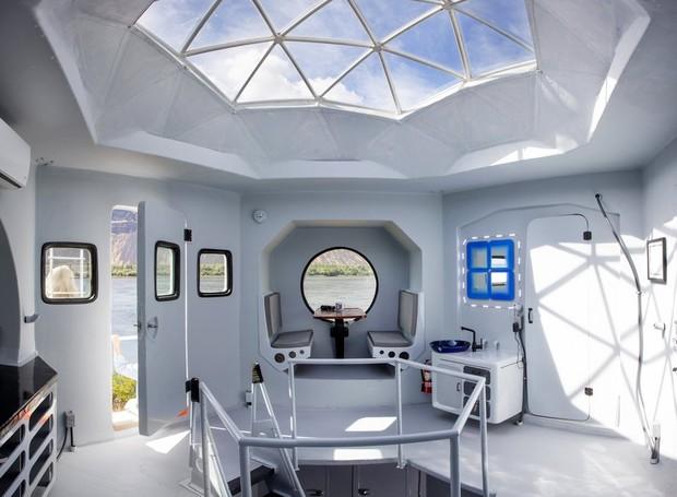 A casa, inspirada em uma espaçonave mede apenas 23m² e, ao todo, pesa menos de 1,5 mil quilogramas. (Foto: Steve Ringman / The Seattle Times )