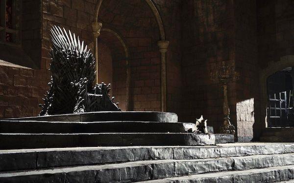 O trono de Westeros em Game of Thrones (Foto: Reprodução)