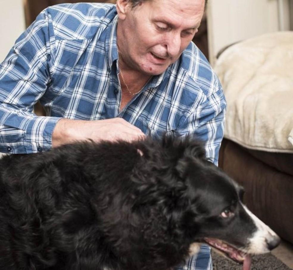 O marido de Rachel e o cachorro deles, Bramble (Foto: Divulgação/BBC)