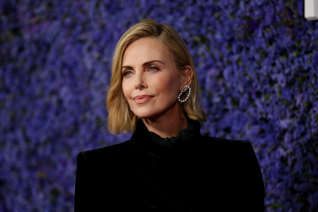 PACIFIC PALISADES, CA - SEPTEMBER 20:  Charlize Theron attends Caruso's Palisades Village opening gala at Palisades Village on September 20, 2018 in Pacific Palisades, California.  (Photo by Phillip Faraone/Getty Images) (Foto: Getty Images)