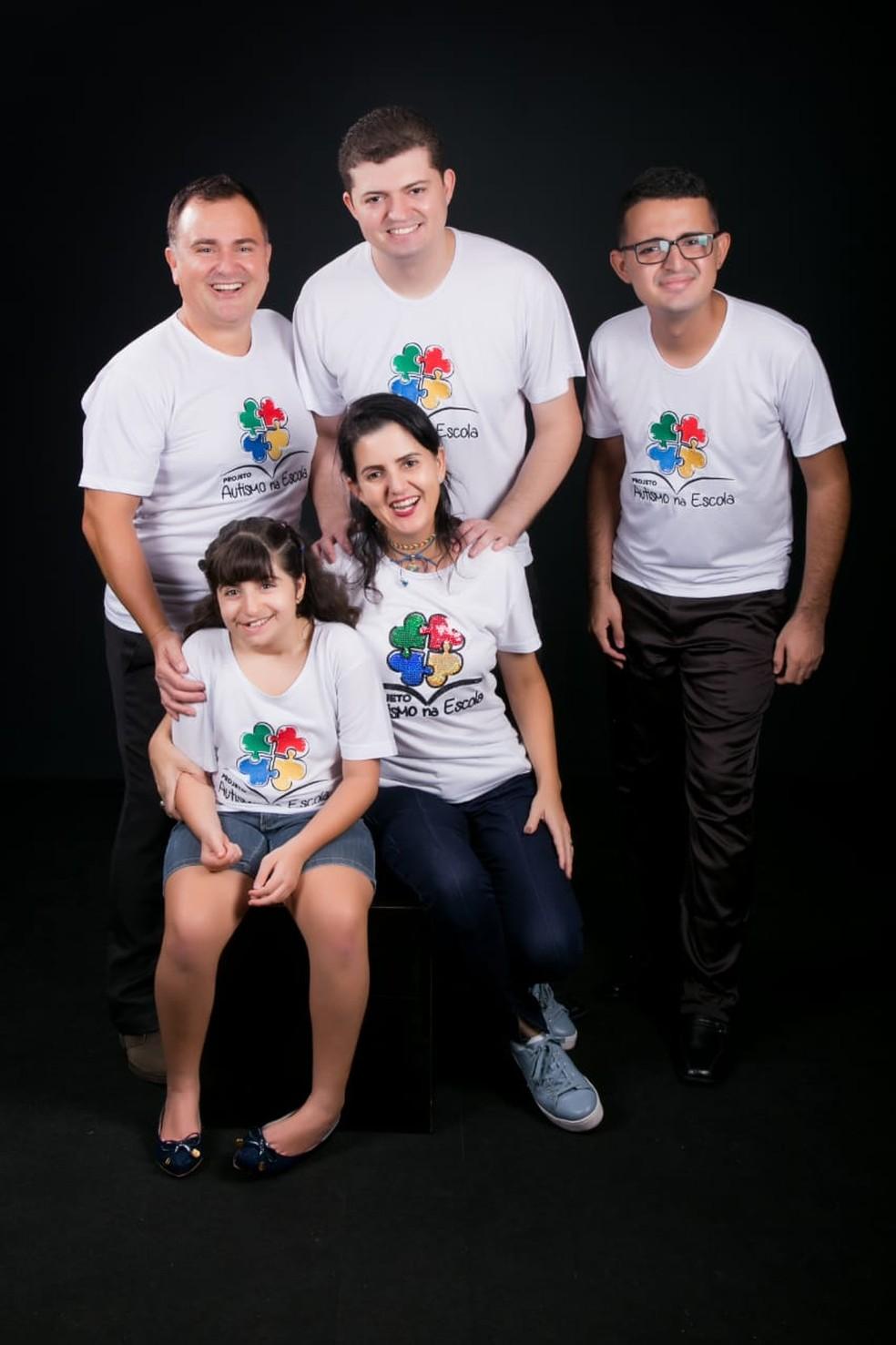 Família inteira participa do projeto  — Foto: Érica Rezende/ Arquivo pessoal