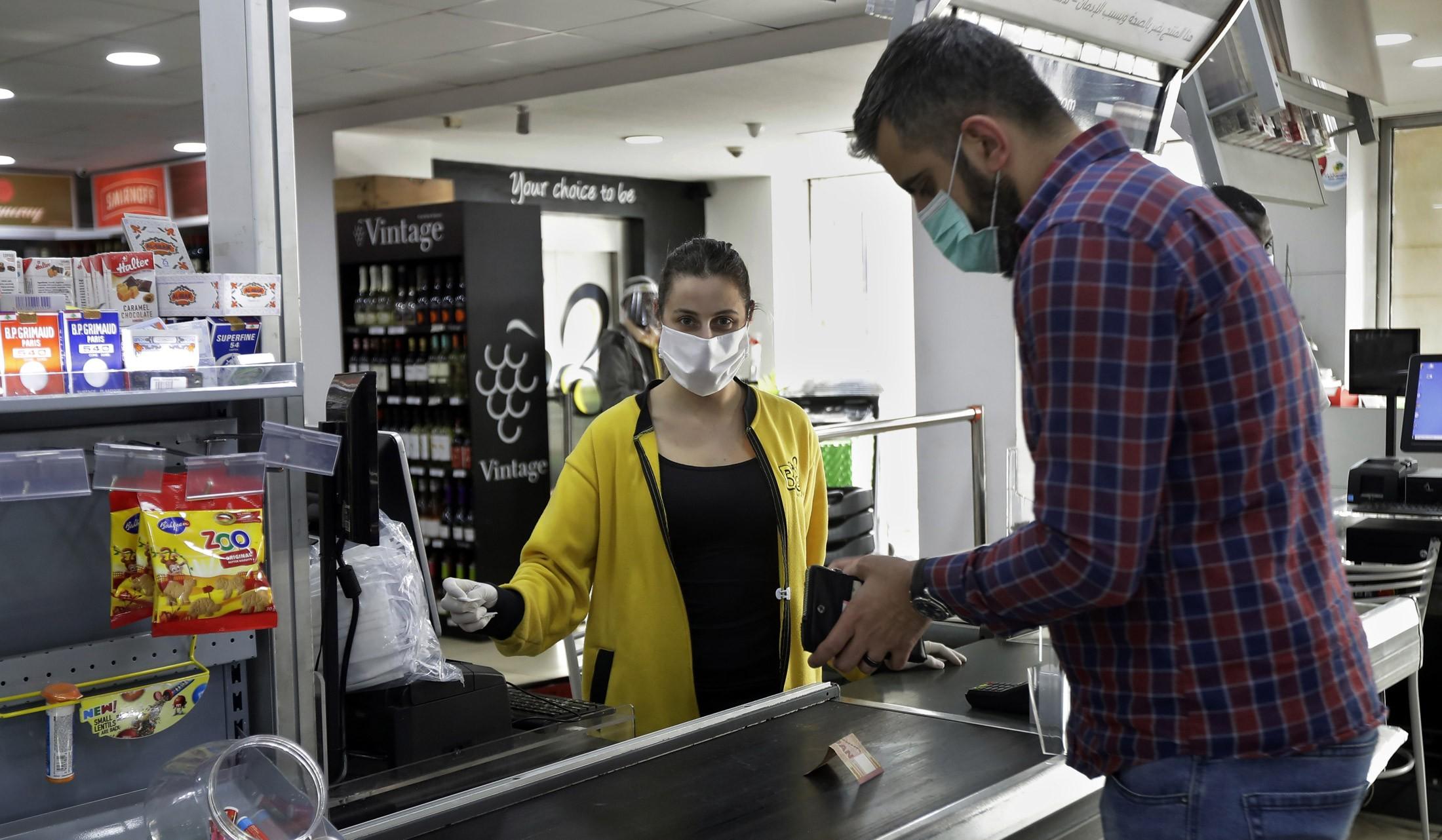Novo decreto em Petrolina diz que os serviços essenciais só poderão atender pessoas usando máscara