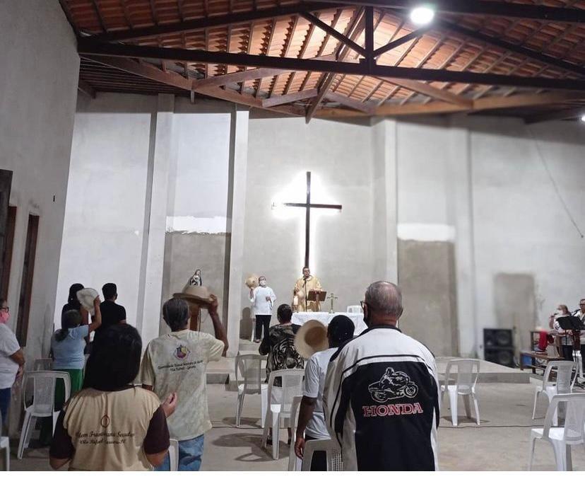 Bandidos roubam sino de igreja que estava a 15 m de altura em distrito de Caruaru