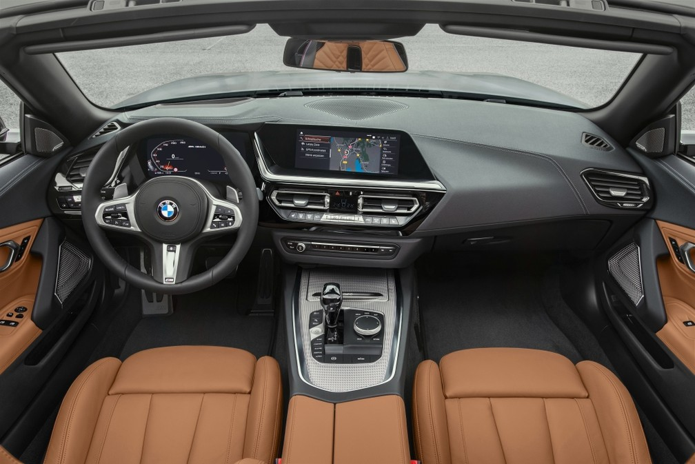 Versão topo de linha tem quadro de instrumentos digital — Foto: Divulgação/BMW