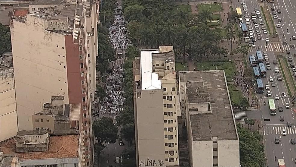 Protesto convocado pela Fetaemg reúne trabalhadores contra as reformas do governo federal no centro de Belo Horizonte (Foto: Reprodução/TV Globo)
