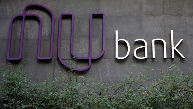 Logotipo da Nubank, startup brasileira, é retratado na sede do banco em São Paulo (Foto: Paulo Whitaker/Reuters)