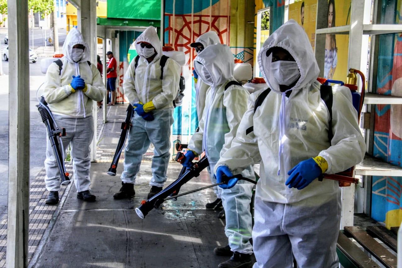 Unidades de saúde e praças de Cuiabá são higienizadas e desinfectadas