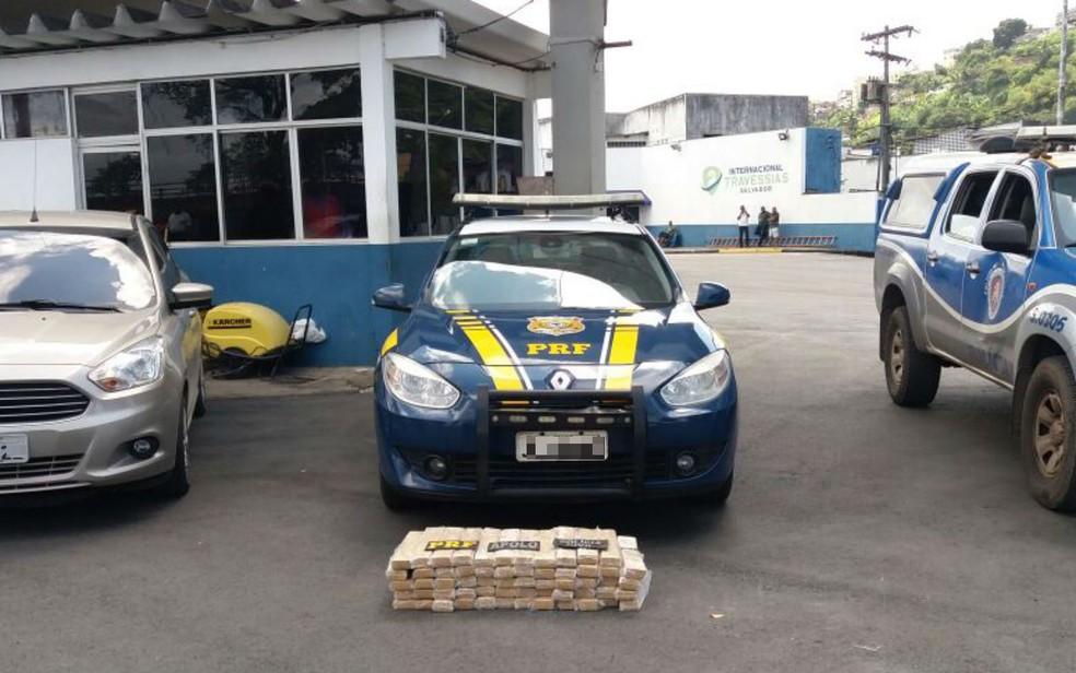 Suspeito foi preso com 60 kg de maconha no ferry  (Foto: Divulgação/SSP)