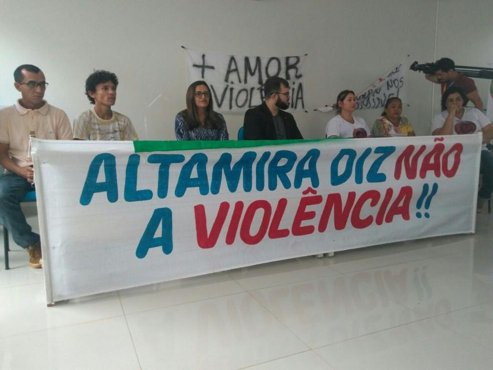 A reunião pediu pela paz e cobrou soluções dos casos de violência no município (Foto: Mario de paula / Tv Liberal)