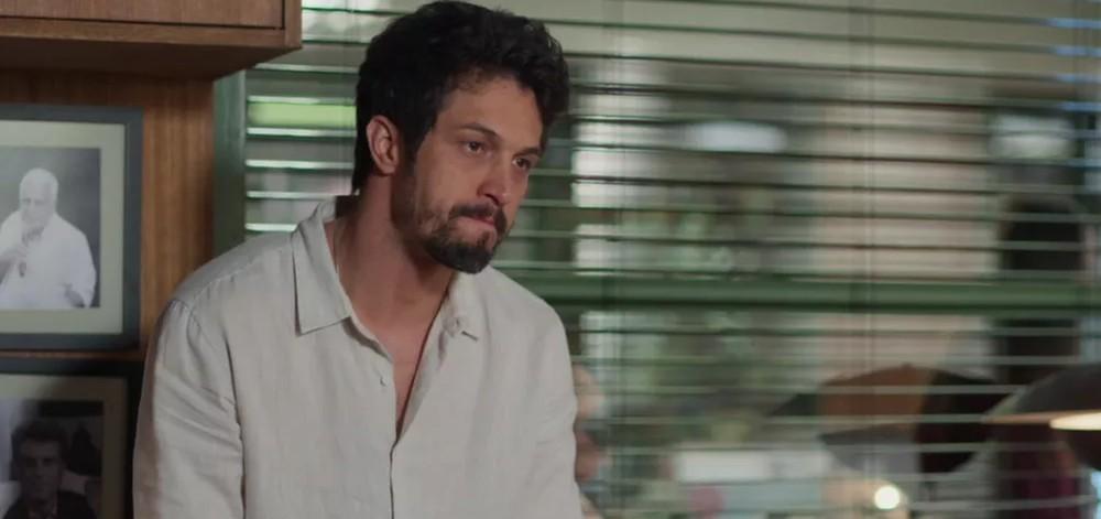 Romulo Estrela é Marcos (Foto: TV Globo)