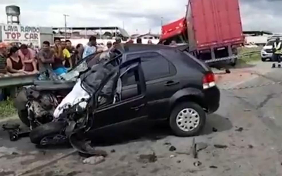 Homem morre após acidente na BR-116 — Foto: Reprodução/TV Bahia