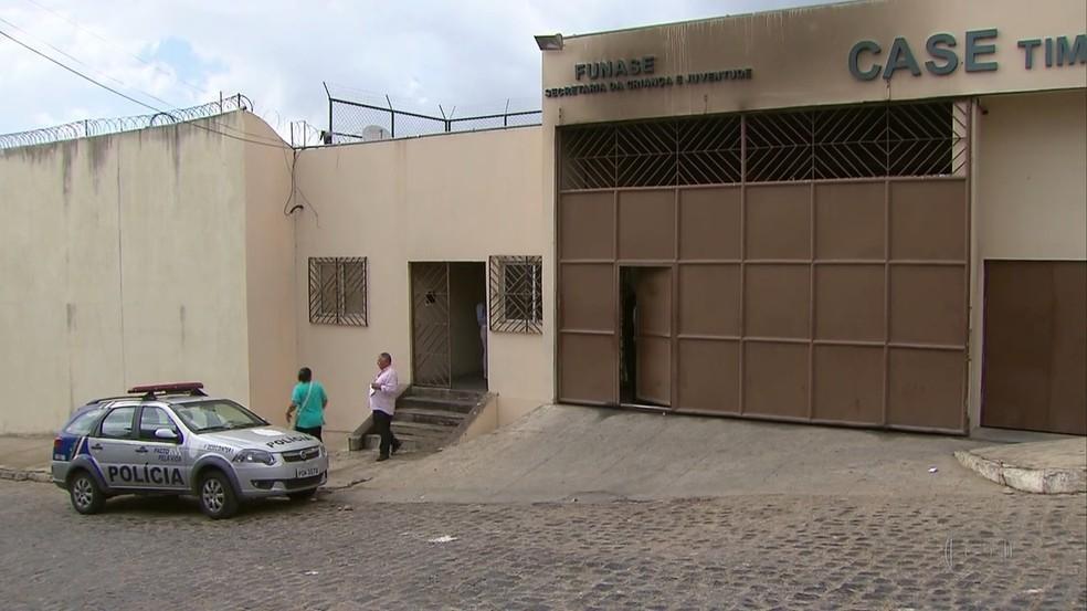 Ainda não se sabe o número de jovens que fugiram do Centro de Atendimento Socioeducativo (Case) de Timbaúba na segunda-feira (25) (Foto: Reprodução/TV Globo)