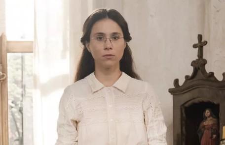 Na quarta-feira (6), Dolores (Daphne Bozaski) confessa para Pilar que mentiu sobre ter visto Samuel (Michel Gomes) e Luísa aos beijos  TV Globo
