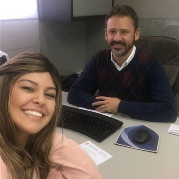 Gisele Rodrigues e o oncologista, doutor André Bini (Foto: Reprodução/Instagram)