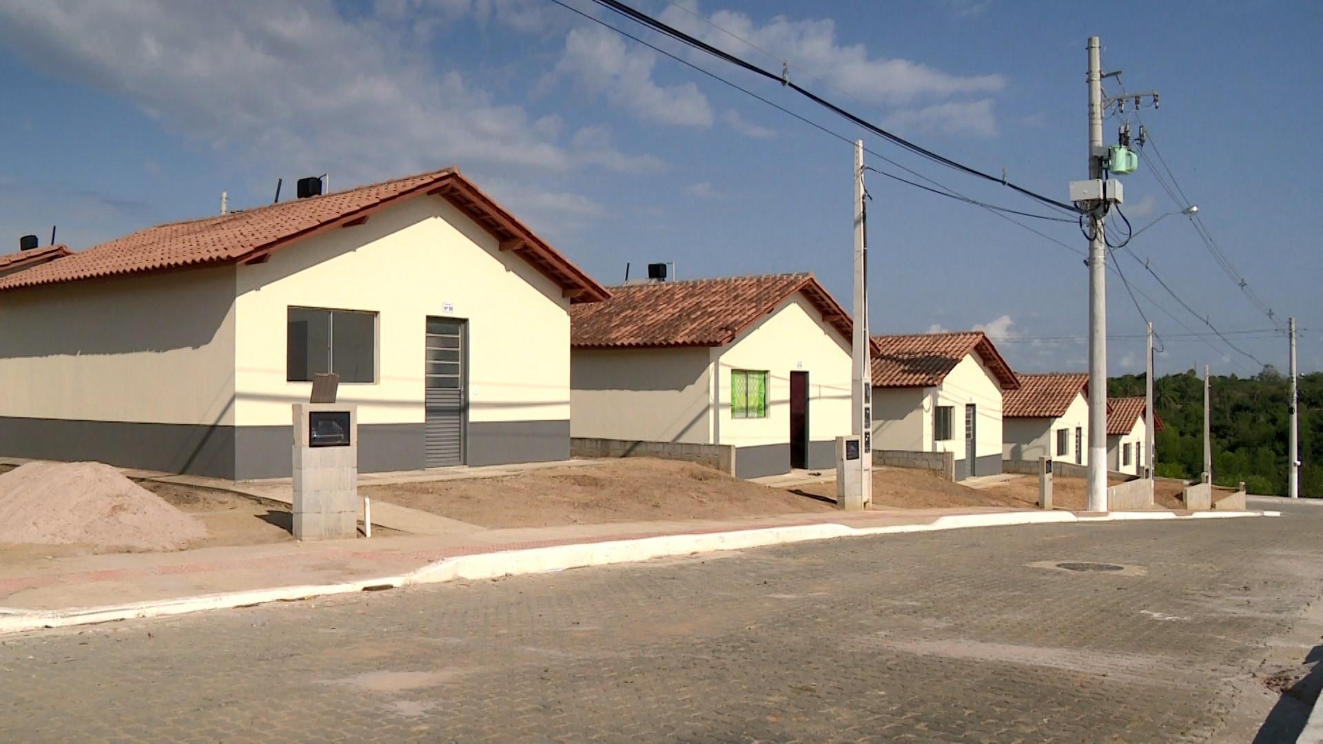 Uma semana após inauguração por Bolsonaro, casas são anunciadas em site