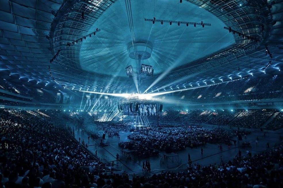 Estádio nacional de Varsóvia teve mais de 57 mil pessoas presentes para assistir ao KSW (Foto: Reprodução)