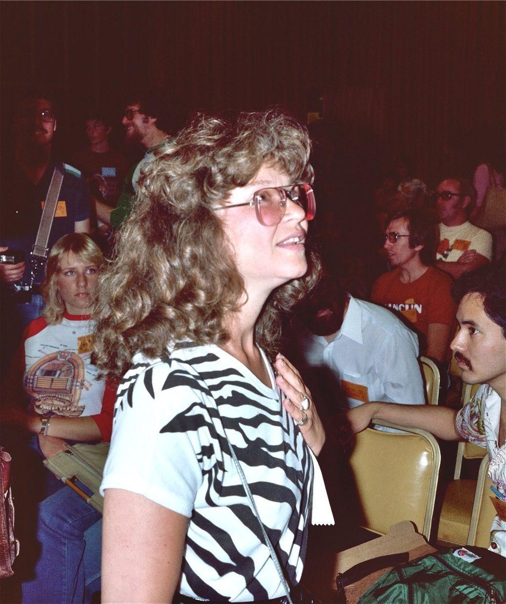 A quadrinista Trina Robbins participando da Comic Con de San Diego em 1982 (Foto: Alan Light/Wikimedia Commns)