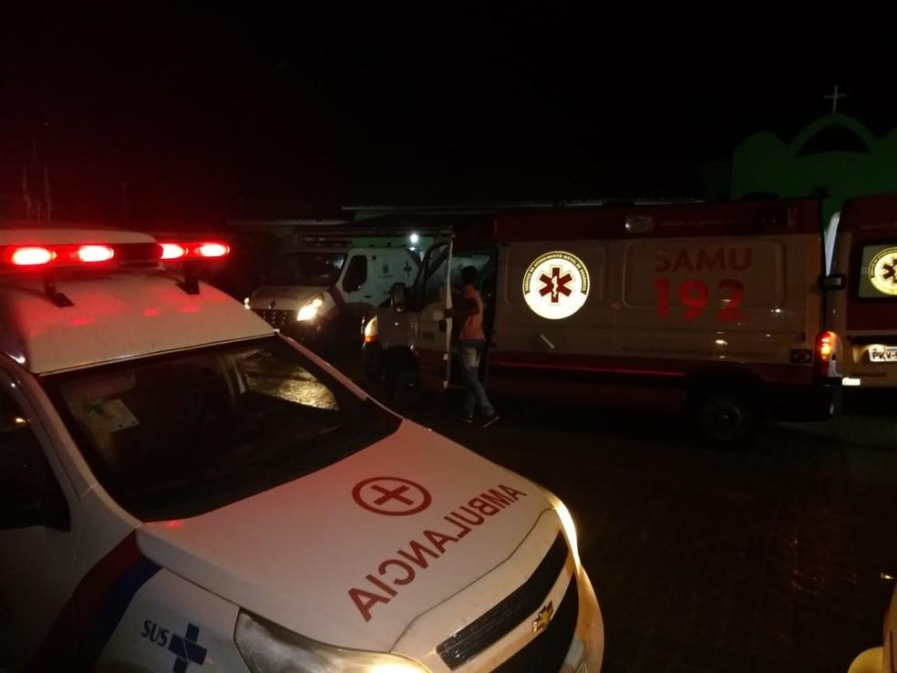 Vítimas de acidente na BR-324 foram levadas para Hospital Municipal de Riachão do Jacuípe — Foto: Jacuípe News