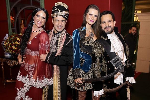 Graciele Lacerda, Zezé di Camargo, Flávia Fonseca e Luciano Camargo (Foto: Manuela Scarpa/Brazil News)
