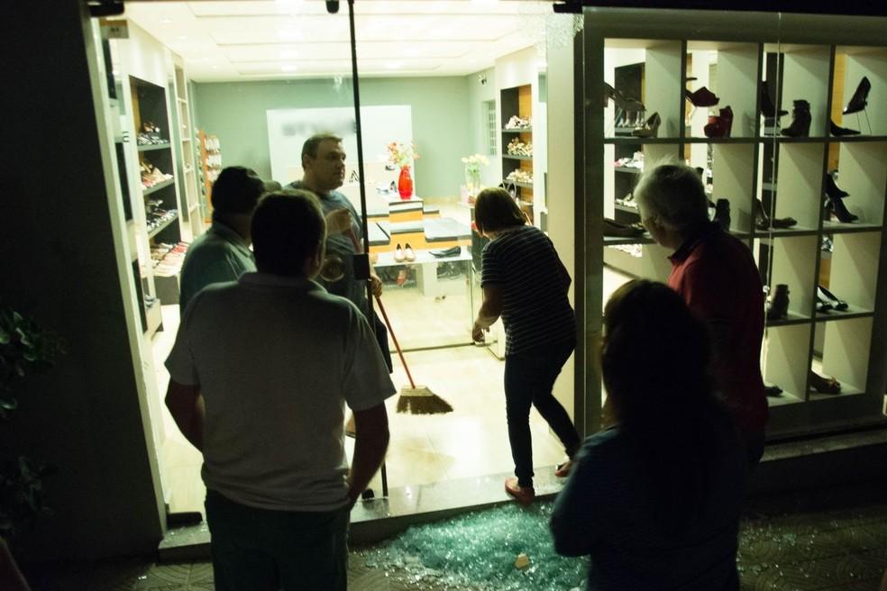 Lojas também foram atacadas por quadrilha em três cidades do Sul de MG (Foto: Diego Batista/Areado Notícias)