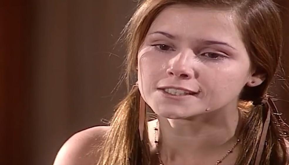 Íris (Deborah Secco) ameaça Pedro (José Mayer) em 'Laços de Família' — Foto: Globo