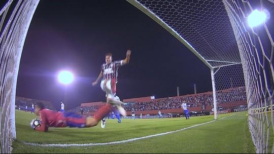 """Thiago Neves lamenta """"bobeira"""" em gol sofrido, mas exalta postura do time"""