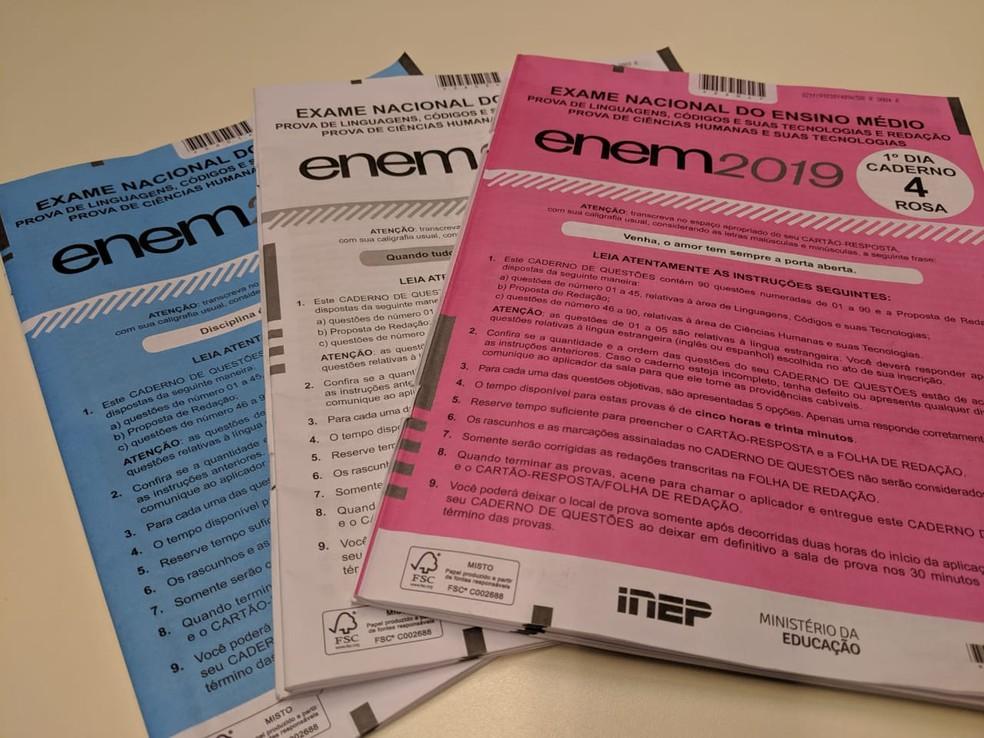 Caderno de provas do Enem 2019 - 1º dia — Foto: Ana Carolina Moreno/G1