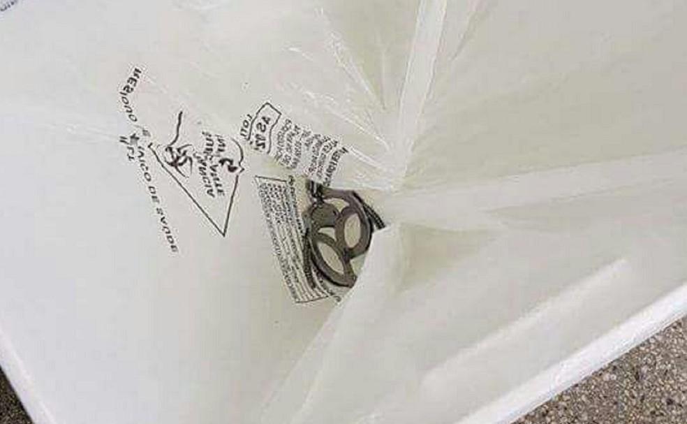 Algema foi encontrada dentro de cesto de lixo do hospital na Zona Norte de Natal (Foto: Cedida)