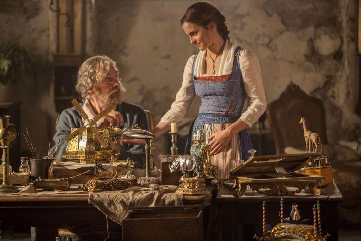 No filme 'A Bela e a Fera' de 2017, a protagonista Bela é uma inventora como o pai, reforçando a crianças que mulheres podem fazer qualquer coisa (Foto: Divulgação)