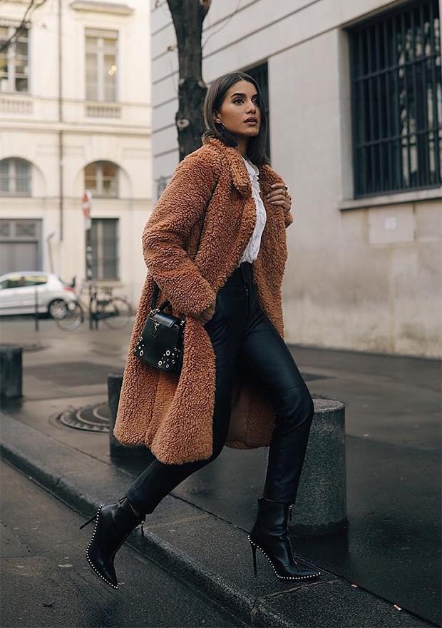 Casacos de pelúcia são uma tendência do momento (Foto: Instagram / Camilla Coelho)