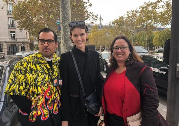 Pedro Sales, Jamily Meurer e Silvia Rogar em Paris (Foto: Divulgação)