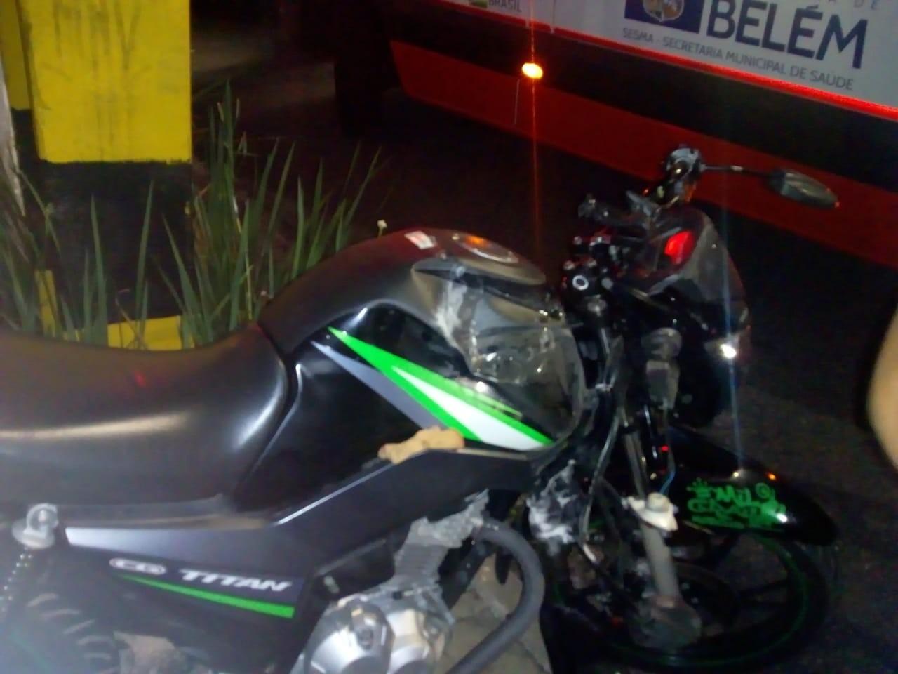 Motociclista é arremessado de veículo em acidente no Reduto, em Belém