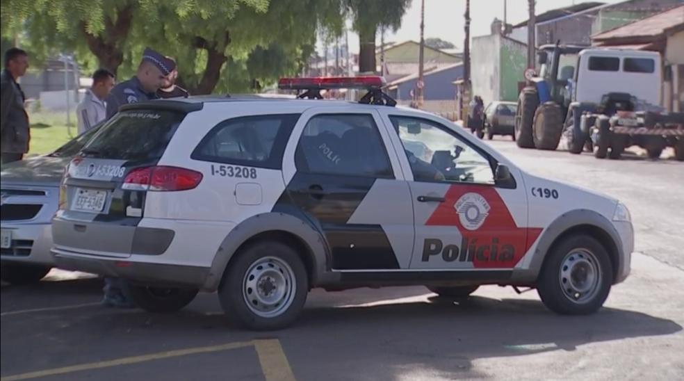 Policiais foram baleados e tiveram armas roubadas após abordagem (Foto: Reprodução/TV TEM)