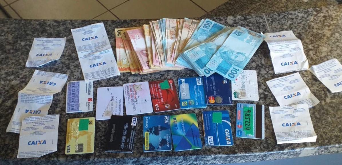 Suspeito de clonar cartões e sacar mais de R$ 100 mil em benefícios sociais é preso em Araruama, no RJ