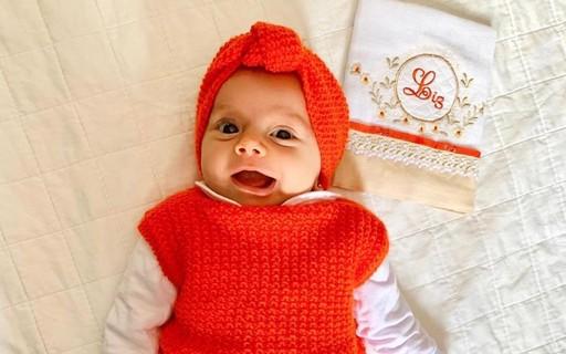 Thaeme Mariôto posta foto de filha sorrindo e fãs elogiam