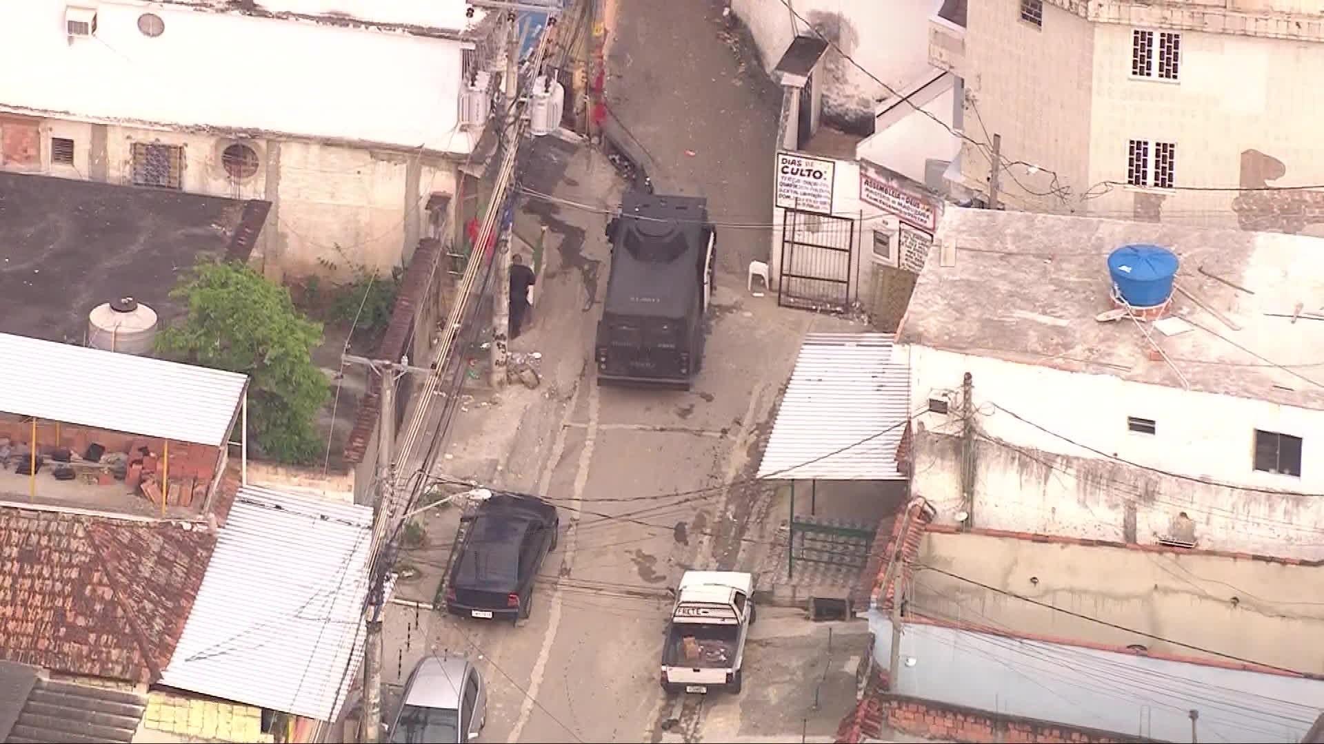 Polícia faz operação no Morro do Dezoito, em Água Santa, Zona Norte do Rio