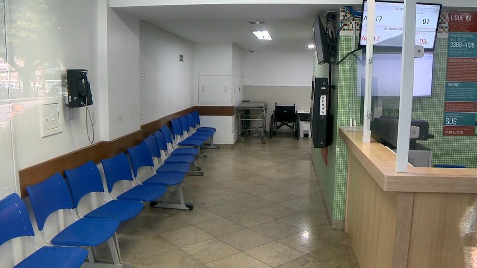 Criminosos entraram no hospital pela porta da frente, em Vila Velha  — Foto: Reprodução/ TV Gazeta