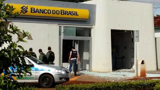Dois suspeitos de detonar caixas de banco morrem em tiroteio com PMs